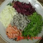 салат из овощей и отварного языка