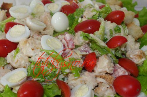 "Салат ""Цезарь"" с курицей и сухариками . Рецепты салата цезарь."