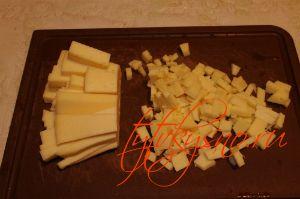 для рецепта: Куриные оладьи с сыром на кефире:Мелко режем сыр