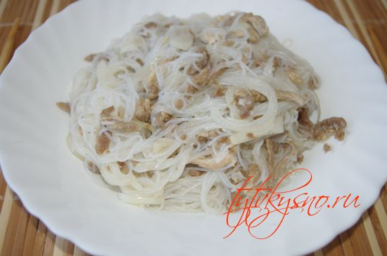 Салат с крахмальной лапшой и мясом