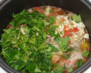 зелень в блюдо Чахохбили из курицы в мультиварке