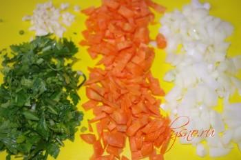 для рецепта: щука фаршированная: Измельчаем лук, морковь- их, при желании можно обжарить на сливочном масле.