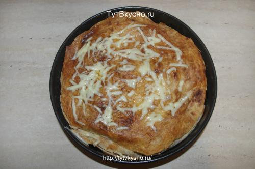 выпекаем пирог из тонкого лаваша с мясной начинкой 20 минут