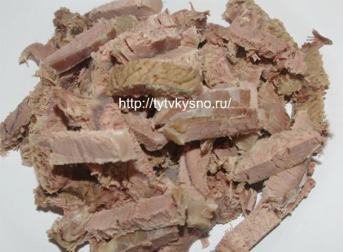 режем брусочками мясо для салата Тбилиси
