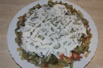 каждый слой рецепта : слоеный салат с куриной печенью