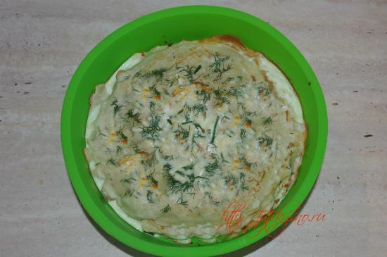 Когда блинчатый пирог сверху подрумянится - все готово, можно доставать рецепт Блинчатый пирог с грибами