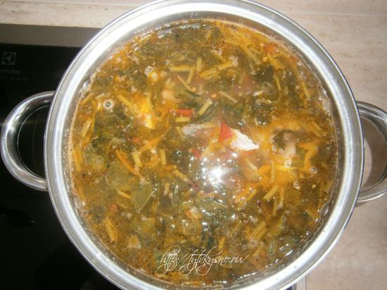 даем настояться щавелевому супу