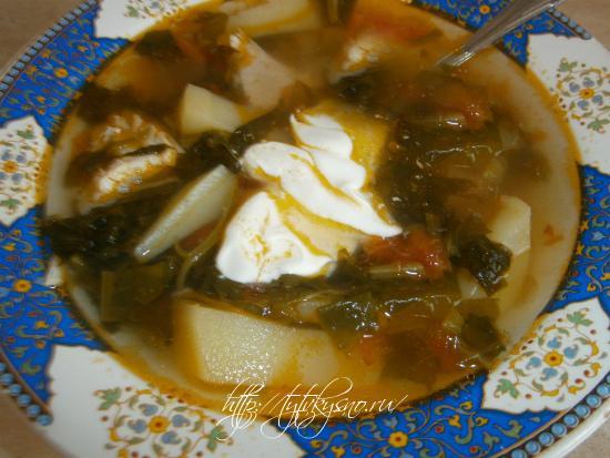 щавелевый суп с курицей заправляем сметаной