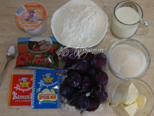 ингредиенты рецепта сливового пирога со сметано-маковой заливкой