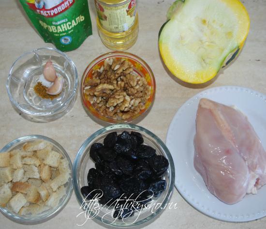 ингредиенты рецепта салата из курицы с тыквой, черносливом и орехами