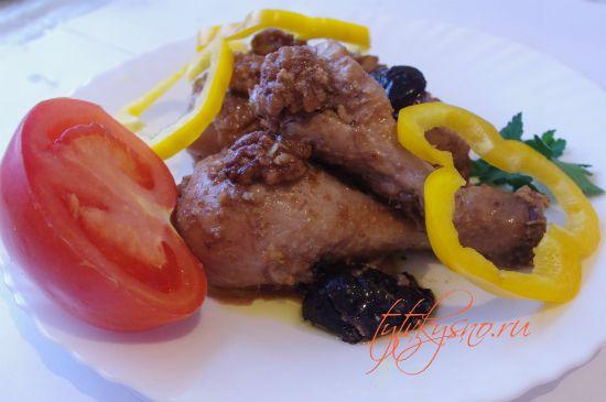 вкусное блюдо для мультиварки: Курица с черносливом и орехами