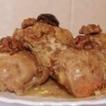Курица с черносливом и орехами в мультиварке. Рецепт с фото.