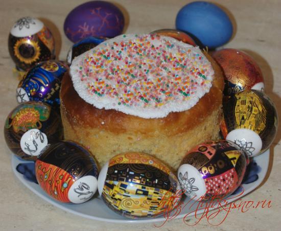 фотография Пасхальных куличей и крашенных яиц на Пасху