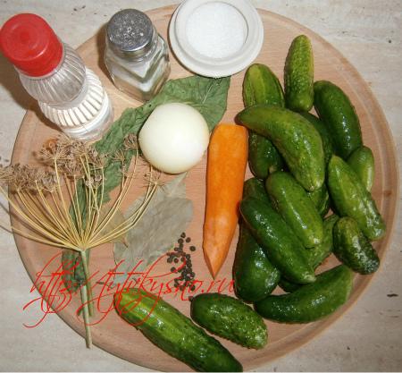 Ингредиенты рецепта соленые огурцы с морковью и луком