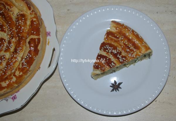 рецепт очень вкусный пирог из слоеного теста Улитка с сыром и зеленью