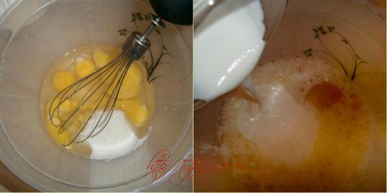 Для рецепта шоколадный манник: Взбиваем яйца с сахаром и щепоткой соли. Добавляем сметану(или кефир) и растопленное сливочное  или растительное масло
