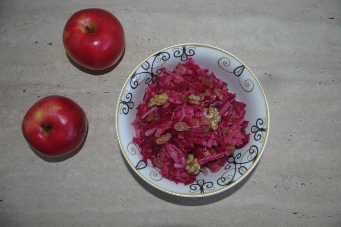 вкусный салат из свеклы с яблоком и изюмом фото