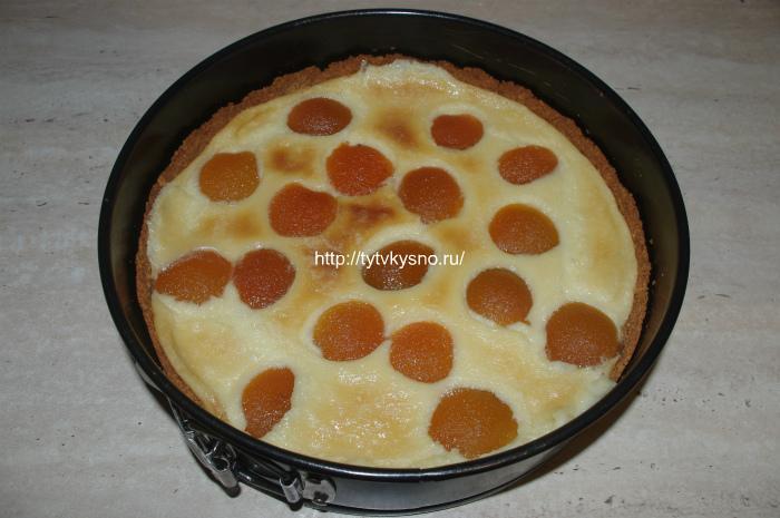 Заливной пирог с абрикосами из печенья: как готовить