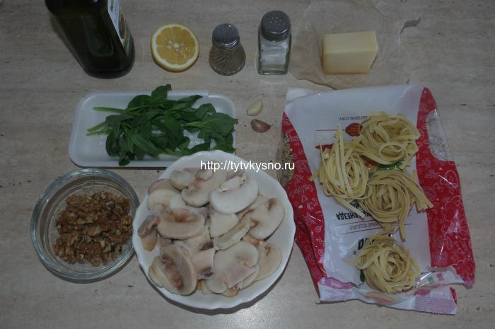 Ингредиенты рецепта: паста с шампиньонами и соусом песто