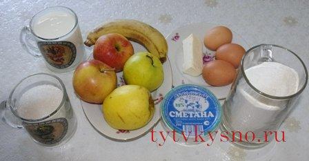 Шарлотка с бананами и яблоками