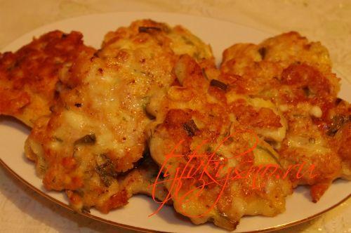 фото рецепта: Куриные оладьи с сыром на кефире.