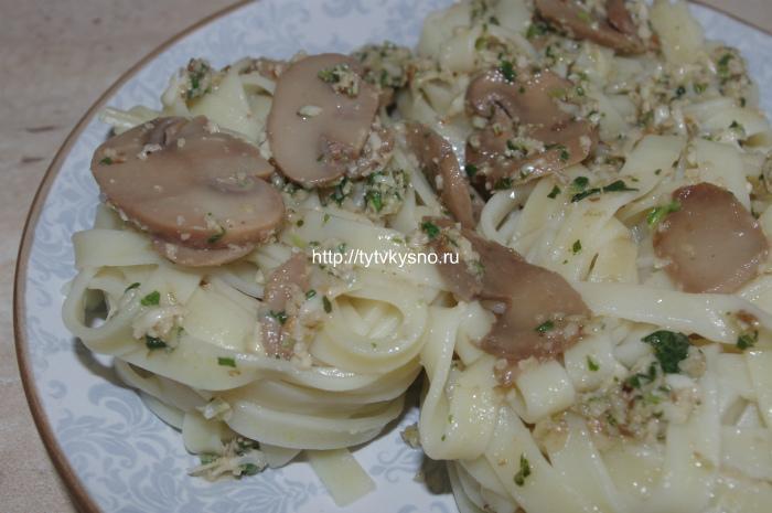 вкусное сытное блюдо паста с соусом песто