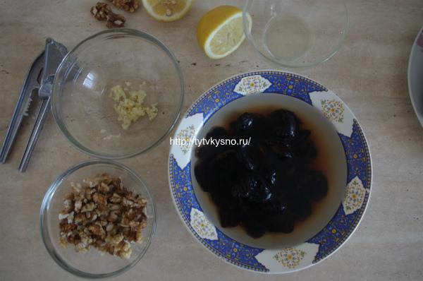 рецепт приготовления постного салата из свеклы с черносливом и грецкими орехами