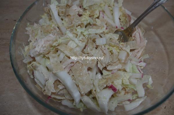 9. Смешиваем ингредиенты салата растрепка