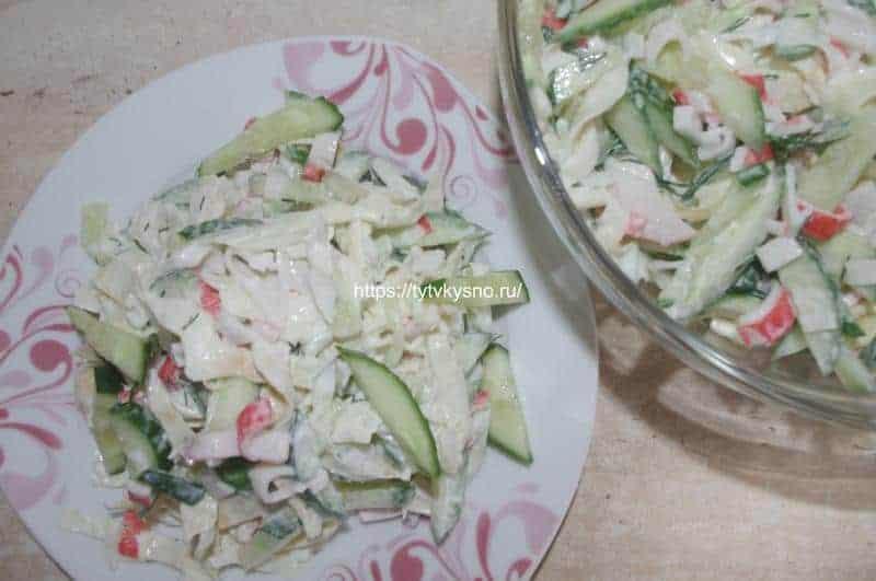 Салат с крабовыми палочками и яичными блинчиками пошаговый рецепт