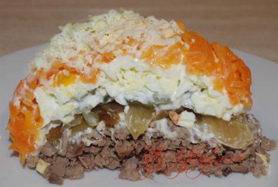 вкусный слоеный салат с куриной печенью (рецепт)