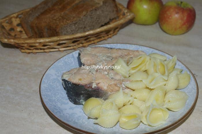 Горбуша в мультиварке тушеная в молоке с луком рецепт с фото