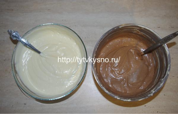 белое и шоколадное тесто для пирога зебра