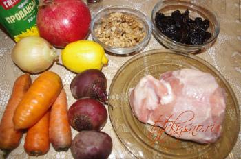 салат из курицы с черносливом и овощами