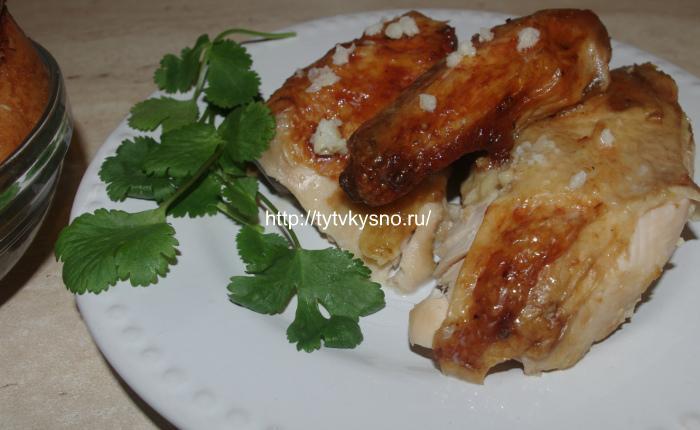 Вот такая красивая и вкусная курица по-грузински Шкмерули у меня получилась. Это блюдо грузинской кухни принять подавать без гарнира, просто с лавашем или хлебом.
