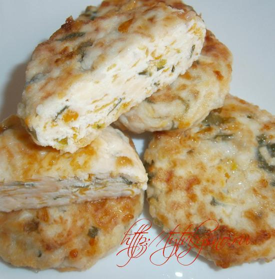 Для диет стола, куриные котлеты с тыквой можно потушить или приготовить на пару.