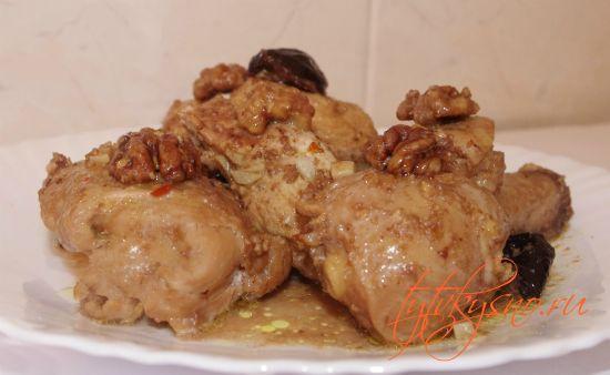 курица в мультиварке с орехами и черносливом