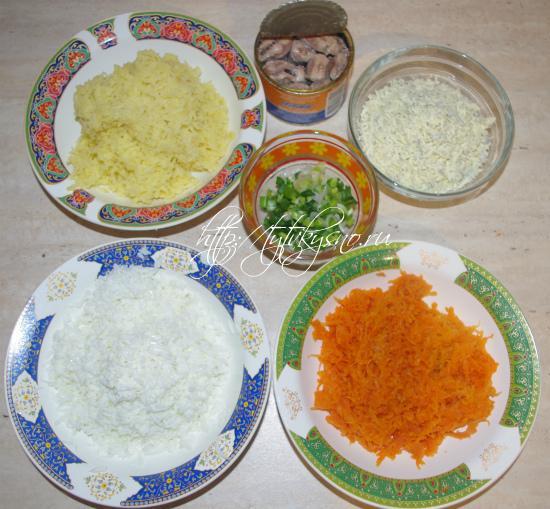 подготавливаем ингредиенты для салата Мимоза