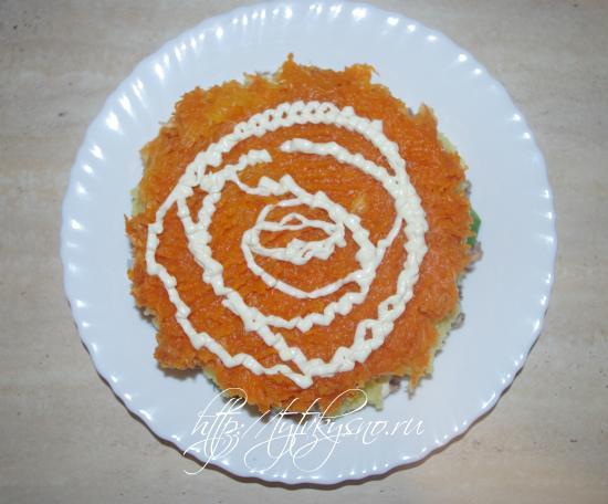 Мимоза: Сверху картофеля - слой моркови.