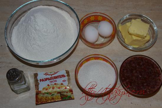 ингредиенты рецепта Пирог из тертого теста с вареньем