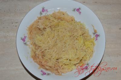 Трем картофель для  для  картофельного пирога с сыром и грибами Рецепт для сковороды или духовки