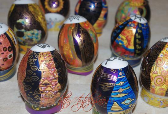 фото яйца с красивыми наклейками